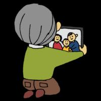 手書き風,人物,タブレット,テレビ通話,高齢者,お年寄り,男性,通話,TV通話,話す,インターネット,会話,TELL,電話,トーク,おじいちゃん,お爺さん,爺さん,白髪